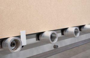 Rodillos inferiores de aluminio con abrazadera para panel